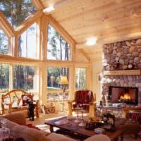 Светло-коричневая отделка гостиной загородного дома