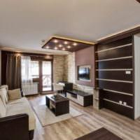 Бело-коричневый интерьер гостиной комнаты
