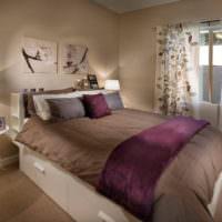 Коричневый интерьер спальни загородного дома