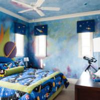 Интерьер детской в голубых тонах на тему космоса