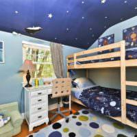 Текстиль в детской комнате с изображением планет