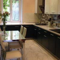 Черные дверцы кухонного гарнитура