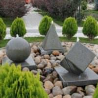 Садовая композиция из геометрических фигур