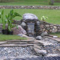 Каменный водопад на садовом участке