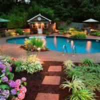 Освещение в частном саду