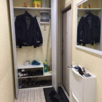 Шкаф с дверцами в прихожей хрущевки