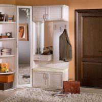 Шкаф с зеркалом в мебельном гарнитуре для прихожей