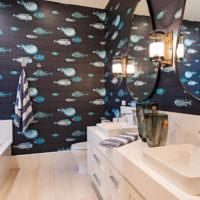 Морские рыбы на стене ванной комнаты