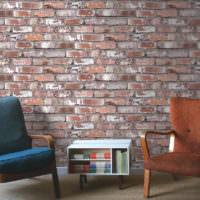 Ретро кресла на фоне кирпичной стены