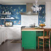 Декорирование стены на кухне обоями в цветочек