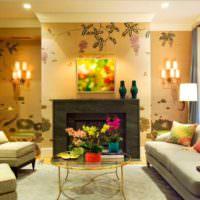 Интерьер гостиной комнаты с камином и цветочными обоями