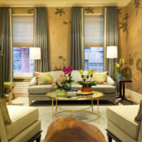 Золотой цвет в интерьере современной гостиной