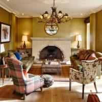 Мебель с пестрой обивкой в интерьере гостиной