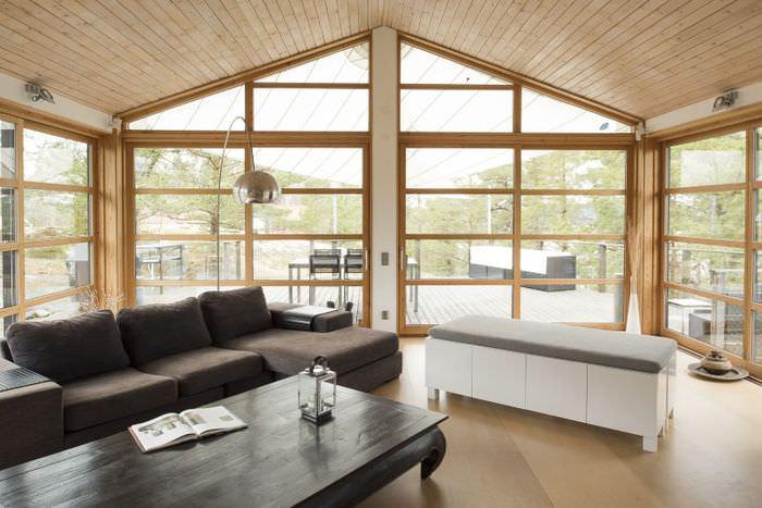 Гостиная с панорамными окнами в стиле минимализма