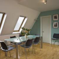 Мятный цвет в интерьере комнаты с неровными стенами