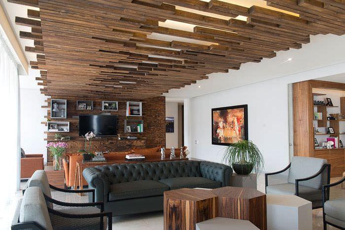 Дерево в интерьере современной комнаты