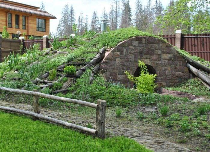 Современный погреб как малая архитектурная форма на садовом участке