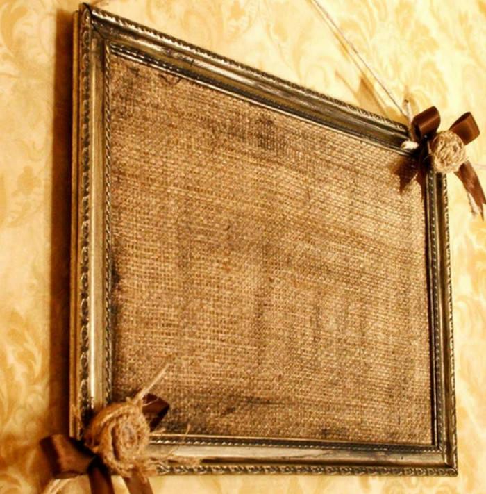 Картина из мешковины в деревянной рамке