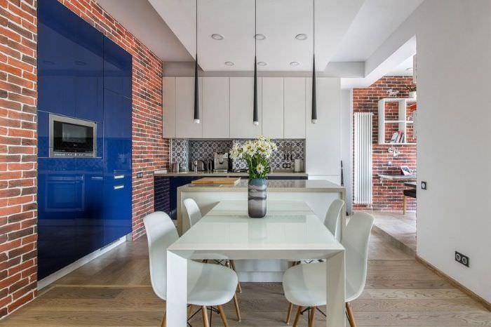 Кирпичная стена в оформлении кухни-гостиной в стиле контемпорари