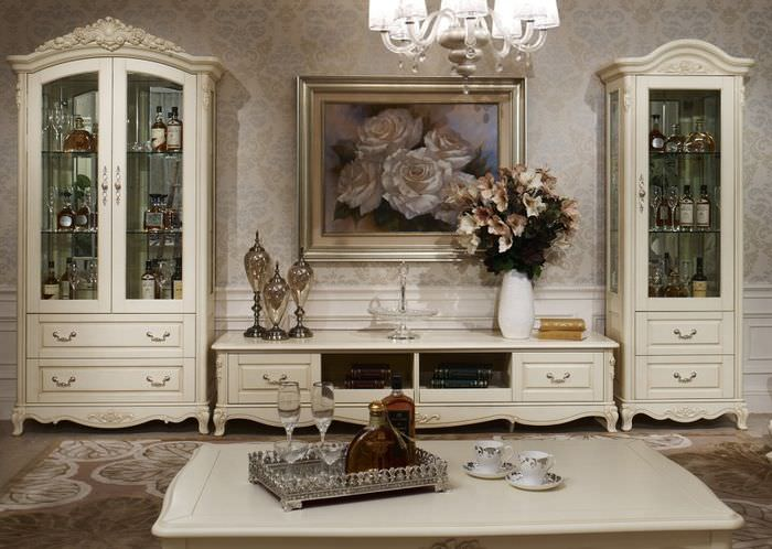 Шкафы с посудой в гостиной классического стиля