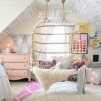 Подвесное кресло в интерьере комнаты для подростка