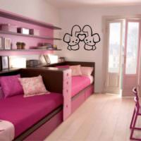 Детская комната с выходом на балкон