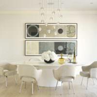 Обеденная зона с круглым столом для большой семьи