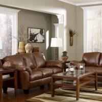 Мягкая мебель с кожаной обивкой коричневого цвета