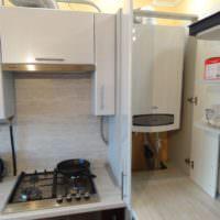 Кухонный гарнитур с местом для размещения газовой колонки