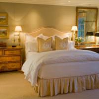 Белые постельные принадлежности в ретро спальне