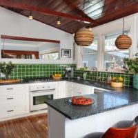 Кухонный фартук из зеленой керамической плитки