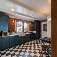 Керамический пол в клетку на кухне частного дома