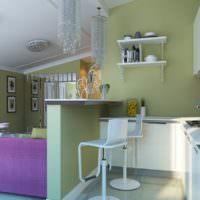 Сочетание зеленого цвета с фиолетовым на кухне-гостиной