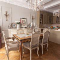 Интерьер кухни частного дома в классическом стиле