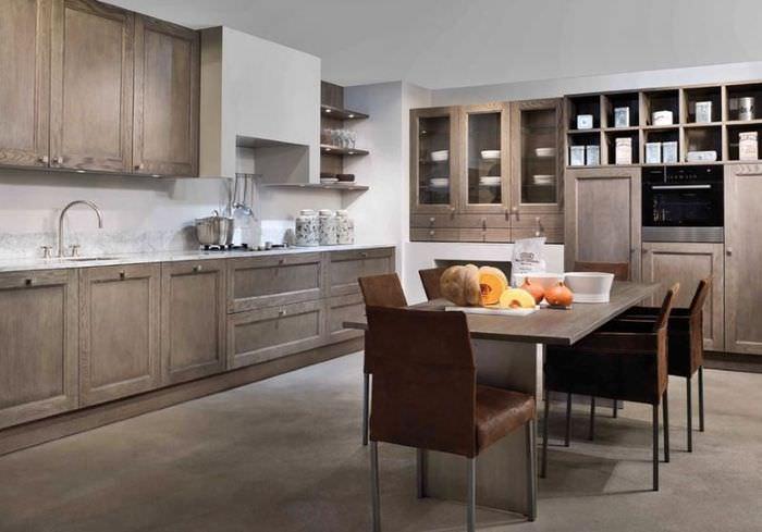 Кухонный гарнитур с деревянными фасадами