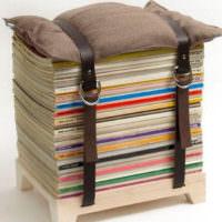 Мягкий стульчик из старых журналов