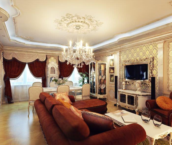 Люстра в классическом стиле на потолке гостиной комнаты