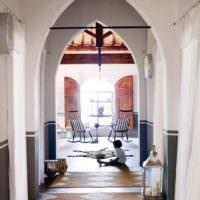 Коридор в доме марокканского стиля