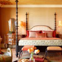 Живые уветы в спальне восточного стиля