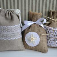 Декоративные мешочки из мешковины с вышивкой