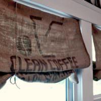 Надписи на шторах из натуральной мешковины