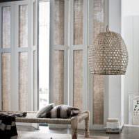 Использование натуральных материалов в интерьере гостиной