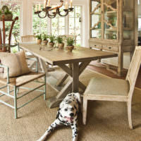 Обеденный стол на кухне в эко-стиле