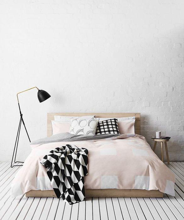 Белый интерьер спальни в стиле минимализма