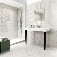 Серо-белый интерьер современной ванной