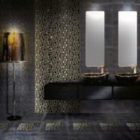 Темная ванная с керамической мозаикой