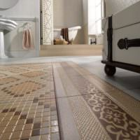 Керамическая мозаика на полу ванной комнаты
