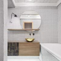 Облицовка ванной шестиугольной мозаикой белого цвета