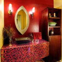 Красная мозаика в интерьере ванной
