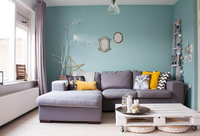 Дизайн гостиной городской квартиры в мятном цвете